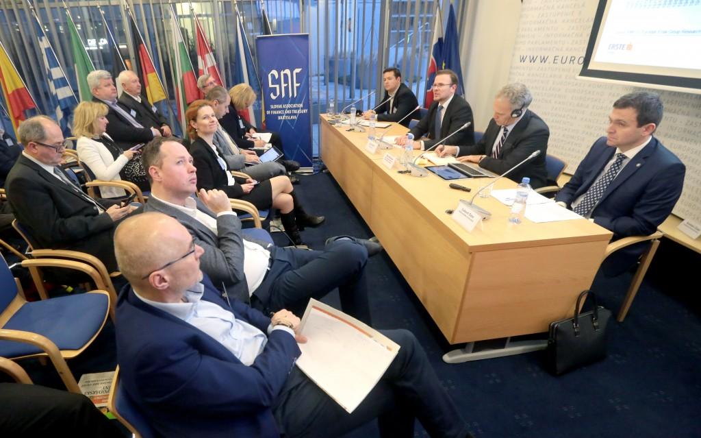 Diskusné fórum, Dobehne tiger do cie¾a, Európska komisia,